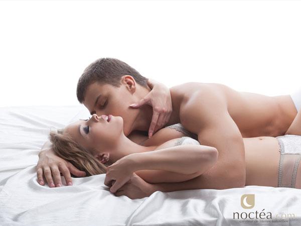 Baise d'un jeune couple au lit Sexe Amateur